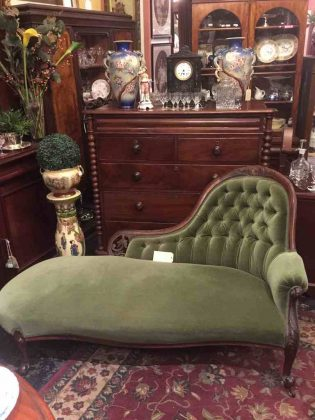 Antique_Victorian_chaise_lounge